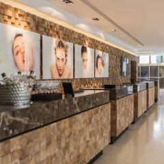 Отель ME Madrid Reina Victoria интерьер отеля фото 3