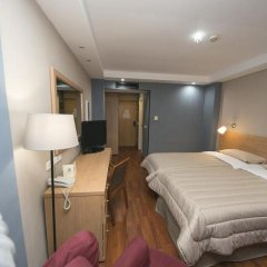 Отель Athina Palace сейф в номере
