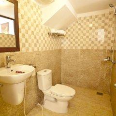 Отель Flower Garden Homestay Хойан ванная