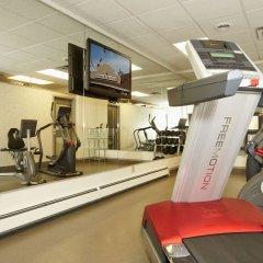 Отель Colonial Square Inn & Suites фитнесс-зал