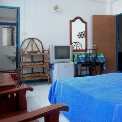 Отель Niku Guesthouse Патонг удобства в номере