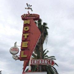 Отель Holiday Lodge США, Лос-Анджелес - отзывы, цены и фото номеров - забронировать отель Holiday Lodge онлайн спортивное сооружение