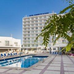 Отель Globales Condes de Alcudia бассейн