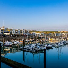 Отель Rethink Living - Luxury Brighton Marina
