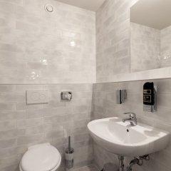Отель Wolfgang's managed by a&o Австрия, Зальцбург - отзывы, цены и фото номеров - забронировать отель Wolfgang's managed by a&o онлайн ванная