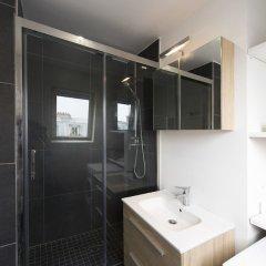 Отель Contemporary near Arc de Triomphe Париж ванная