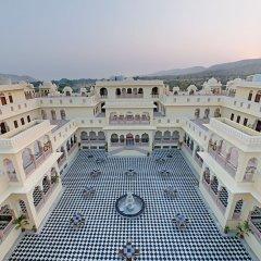 Отель The Jaibagh Palace бассейн