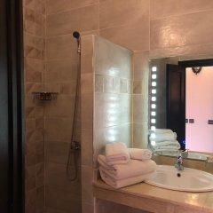Отель Oscar Hotel by Atlas Studios Марокко, Уарзазат - отзывы, цены и фото номеров - забронировать отель Oscar Hotel by Atlas Studios онлайн ванная