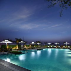 Отель Crowne Plaza New Delhi Rohini бассейн