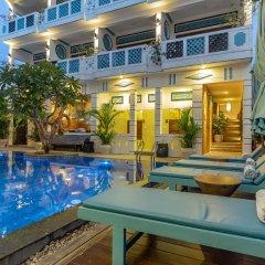 Отель Beachside Boutique Resort бассейн