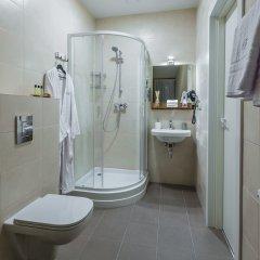 Отель Bearsleys Blacksmith Apartments Латвия, Рига - отзывы, цены и фото номеров - забронировать отель Bearsleys Blacksmith Apartments онлайн ванная