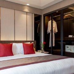 Отель Ramada Plaza by Wyndham Bangkok Menam Riverside сейф в номере
