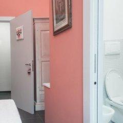 Отель Marlin Rooms сейф в номере