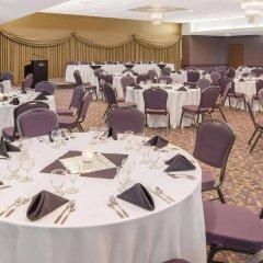 Отель Ramada Plaza by Wyndham Calgary Downtown Канада, Калгари - отзывы, цены и фото номеров - забронировать отель Ramada Plaza by Wyndham Calgary Downtown онлайн помещение для мероприятий