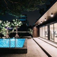 Отель The Platinum Suite бассейн