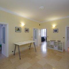 Отель Hintown Castelletto City Генуя в номере фото 2