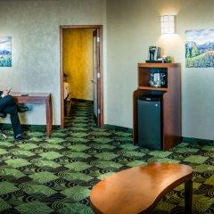 Отель Deerfoot Inn & Casino Канада, Калгари - отзывы, цены и фото номеров - забронировать отель Deerfoot Inn & Casino онлайн парковка