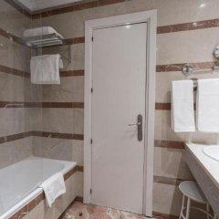 Отель Miguel Angel by BlueBay Испания, Мадрид - 2 отзыва об отеле, цены и фото номеров - забронировать отель Miguel Angel by BlueBay онлайн ванная фото 2