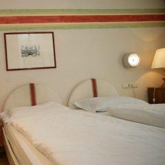 Отель SPARERHOF Терлано сейф в номере