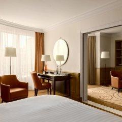Paris Marriott Champs Elysees Hotel Париж сейф в номере