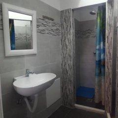 Отель Youth Hostel Anna Греция, Остров Санторини - отзывы, цены и фото номеров - забронировать отель Youth Hostel Anna онлайн ванная