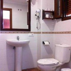 Отель Hostal Costa de la Luz Испания, Кониль-де-ла-Фронтера - отзывы, цены и фото номеров - забронировать отель Hostal Costa de la Luz онлайн ванная