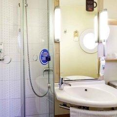 Отель ibis Paris Bastille Opera Франция, Париж - отзывы, цены и фото номеров - забронировать отель ibis Paris Bastille Opera онлайн ванная