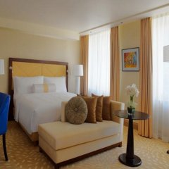 Отель Marriott Armenia Hotel Yerevan Армения, Ереван - 12 отзывов об отеле, цены и фото номеров - забронировать отель Marriott Armenia Hotel Yerevan онлайн комната для гостей
