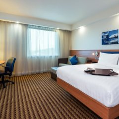 Отель Hampton by Hilton Luton Airport комната для гостей
