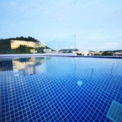 Отель The Palms Residence бассейн