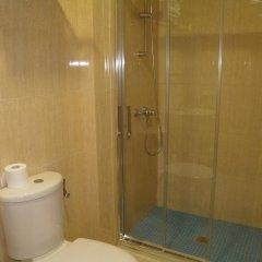 Отель Hostal Frasca by Vivere Stays Испания, Сьюдад-Реаль - отзывы, цены и фото номеров - забронировать отель Hostal Frasca by Vivere Stays онлайн ванная