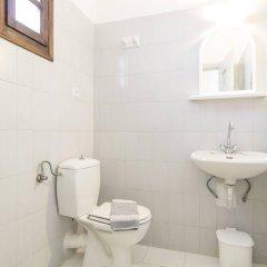 Отель Holiday Beach Resort Греция, Остров Санторини - отзывы, цены и фото номеров - забронировать отель Holiday Beach Resort онлайн ванная