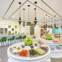 Отель Chanalai Flora Resort, Kata Beach гостиничный бар