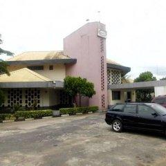 Отель Lush Suites Калабар парковка