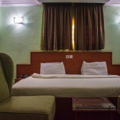 Отель 1st Delightsome House and Suites сейф в номере