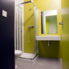 Отель Green Nest Hostel Uba Aterpetxea Испания, Сан-Себастьян - отзывы, цены и фото номеров - забронировать отель Green Nest Hostel Uba Aterpetxea онлайн ванная