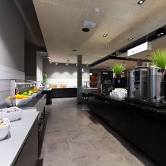 Отель a&o Frankfurt Ostend Германия, Франкфурт-на-Майне - отзывы, цены и фото номеров - забронировать отель a&o Frankfurt Ostend онлайн питание фото 2