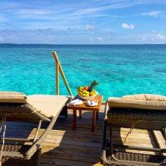 Отель Kudafushi Resort and Spa 5* Вилла разные типы кроватей фото 2