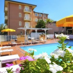 Отель Residence I Girasoli бассейн фото 3
