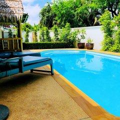 Отель Thai Family Rawai Pool Villa бассейн
