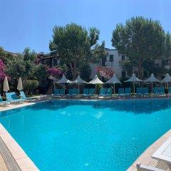 Moonshine Hotel & Suites бассейн