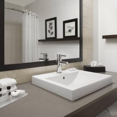 Отель Country Inn & Suites Columbus Airport США, Колумбус - отзывы, цены и фото номеров - забронировать отель Country Inn & Suites Columbus Airport онлайн ванная