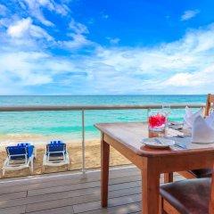 Отель Travellers Beach Resort балкон