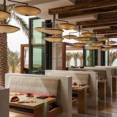 Отель The St. Regis Saadiyat Island Resort, Abu Dhabi гостиничный бар