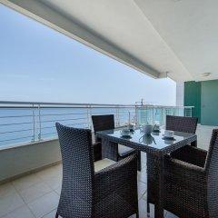 Отель Seafront Luxury Apartment Incl Pool Мальта, Слима - отзывы, цены и фото номеров - забронировать отель Seafront Luxury Apartment Incl Pool онлайн балкон