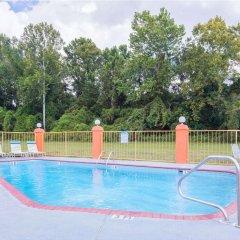 Отель Howard Johnson by Wyndham Vicksburg бассейн