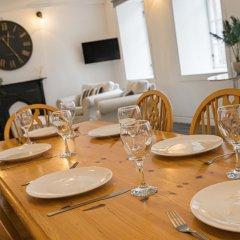 Апартаменты Royal Mile 5 BR Apartment nr Castle Эдинбург в номере