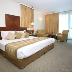 Отель Crowne Plaza Tel Aviv Beach комната для гостей фото 2
