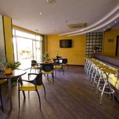 Vista De Rey Hotel гостиничный бар