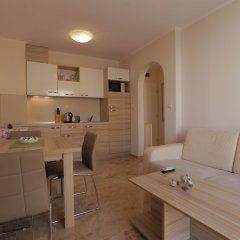 Апартаменты Luxury Apartment in Anastasia Palace комната для гостей фото 3